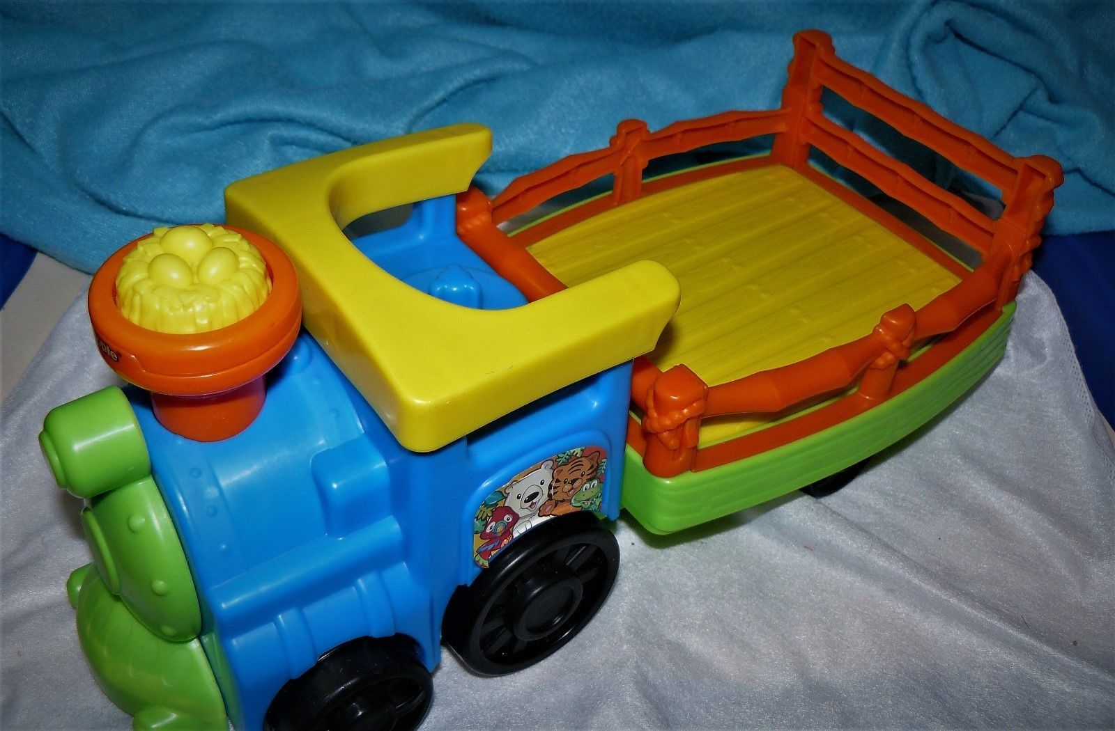 Fisher Price Little People Farm Barn Tow Pull Tractor pig in hay pops up sounds