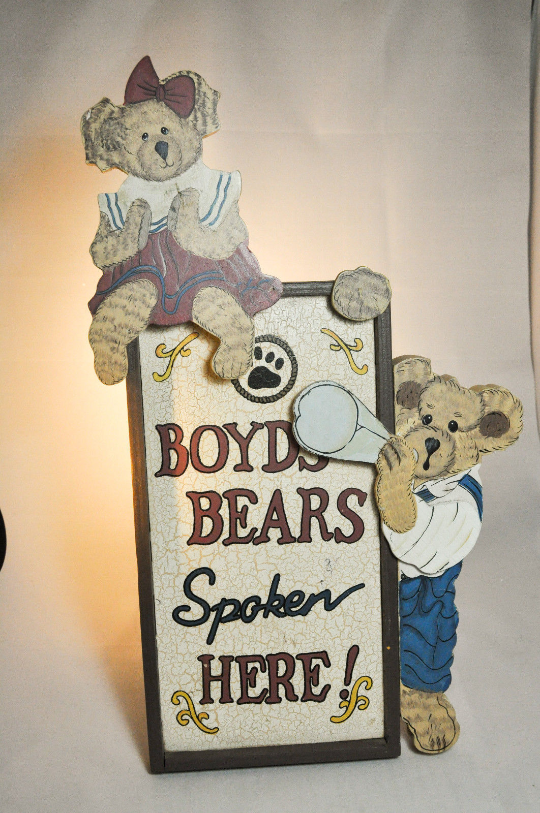 "Boyds Bears: Boyds Bears Spoken Here - Display Stand - # 654900 - 15"" x 8 1/2"""