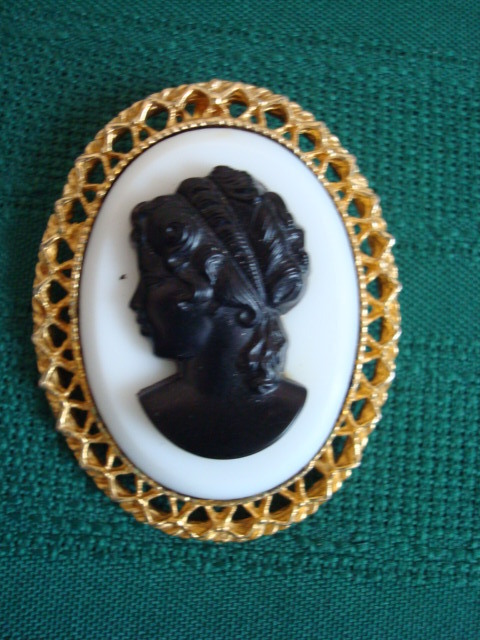 Primary image for Vintage 1960s Oval Cameo Pin ~ Pendant ~ White ~ Black