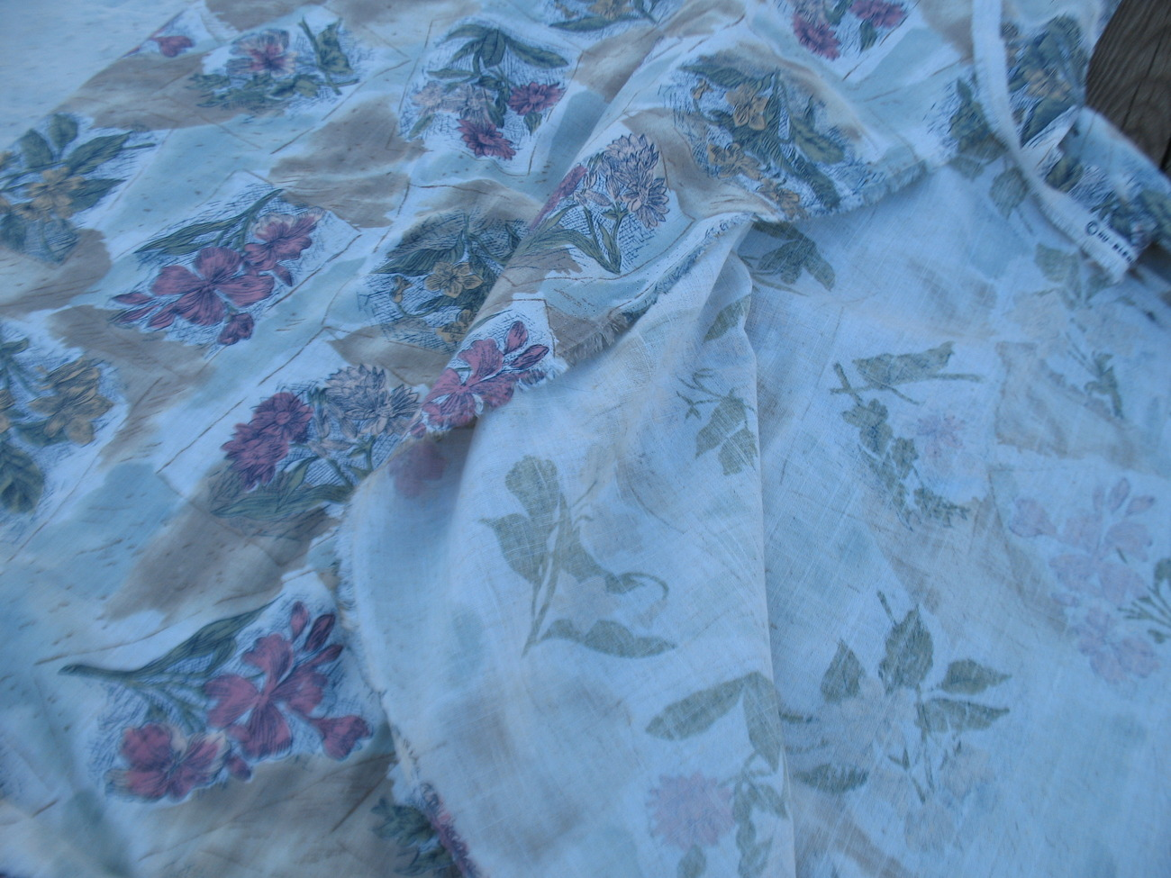 Cotton linen floral fabric nine yard lot Curtains drapes quilt Lovely old stock