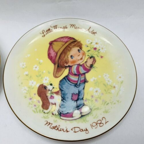 Avon Mothers Day Plates Set of 2 Years 1981 and 1982