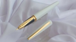 Sheaffer Taranis  white Lightning with gold plate trim medium nib Founta... - $98.01