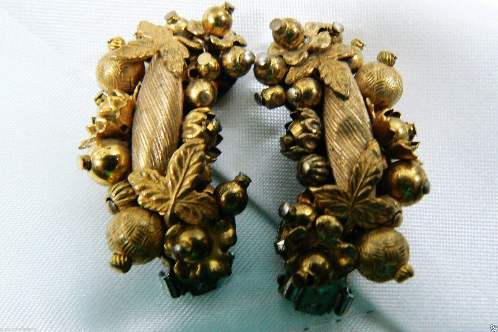Primary image for VTG Gold Tone Floral Berry Fruit Bead Cluster clip on Earrings