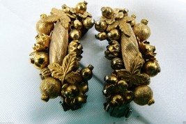VTG Gold Tone Floral Berry Fruit Bead Cluster clip on Earrings - $19.80