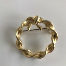 Vintage Twisted Wreath Pin Brooch Gold Tone Textured Circle J6385 - $7.59