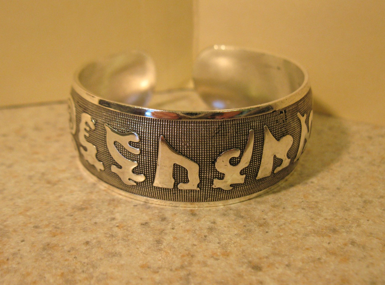 BRACELET SILVER PLATED WIDE CUFF CARVED SYMBOL DESIGN New #423
