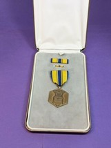 U.S. AIR FORCE COMMENDATION Medal with Original Case Vietnam Era to Gulf... - $41.58