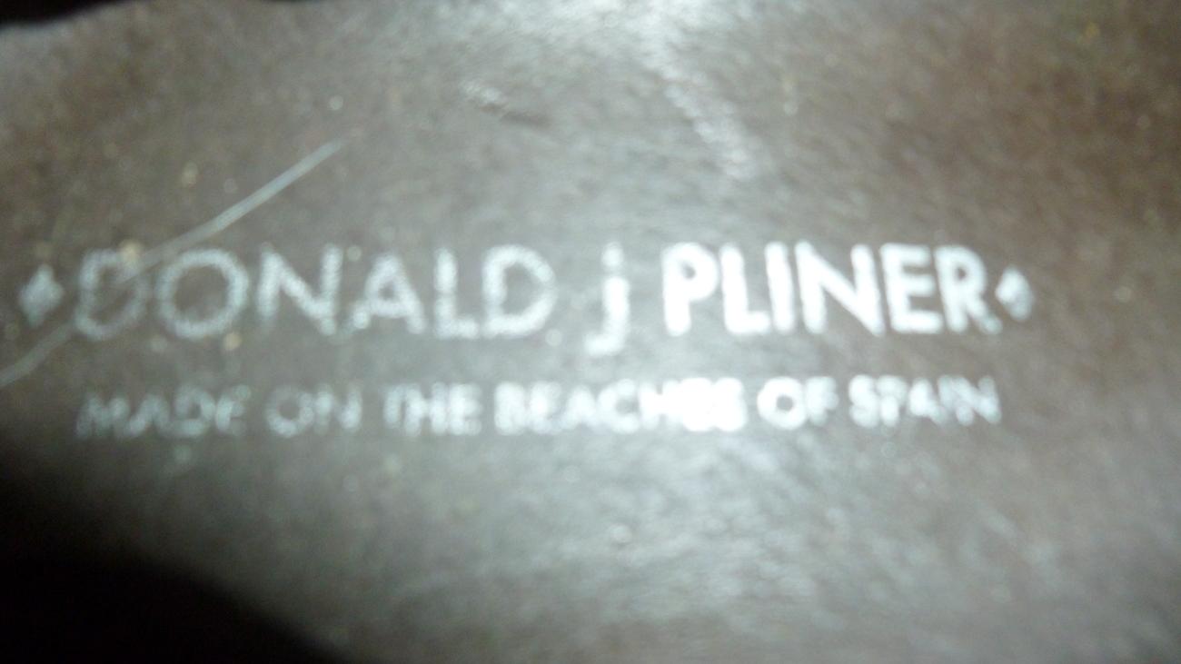 donald J pliner flats size 8