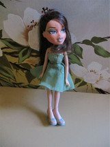 2001 BRATZ Doll Girl Figure MGA Entertainment Clothes Brown Hair Blue Eyes  - $16.50
