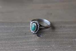 Vintage Silver Green Stone Ring Size: 5 - $22.76