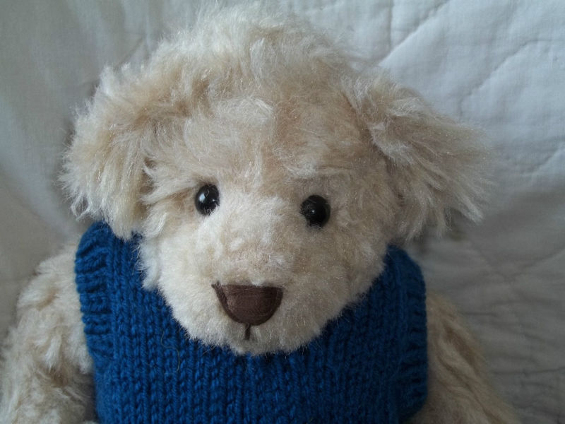 """COTTAGE COLLECTIBLES 16"""" BEIGE CHESTER SWEATER NWT RET"""
