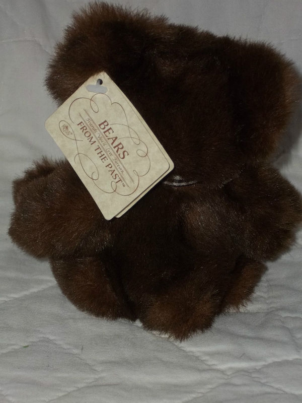 """RUSS BERRIE BEARS FROM THE PAST 9"""" SEATED DARK BROWN BEAR NWT MINT MSRP $12.99"""