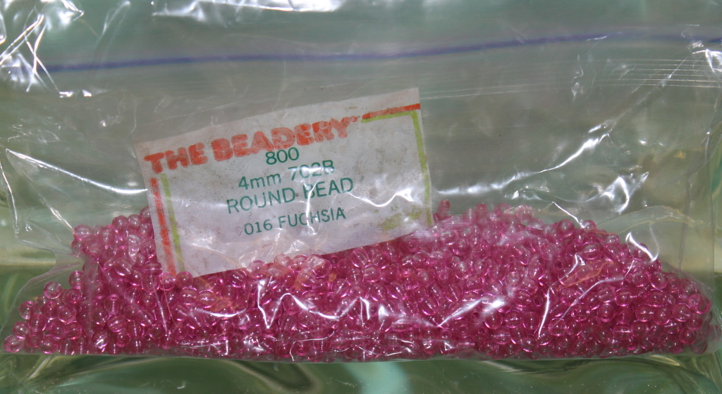 4mm ROUND BEADS THE BEADERY PLASTIC FUCHSIA 1 PACKAGE 1,600 COUNT