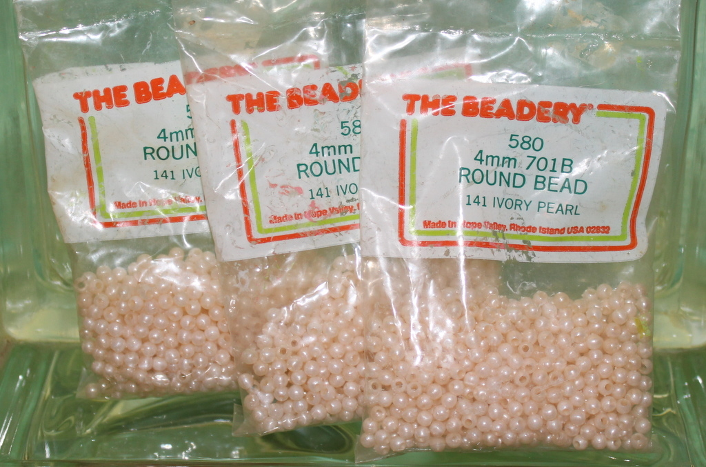 4mm ROUND BEADS THE BEADERY PLASTIC IVORY PEARL 3 PACKAGES 1,740 COUNT