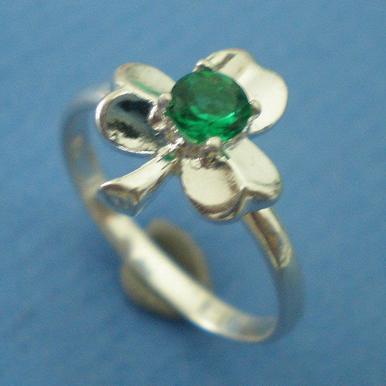 Irish Three Leaf Clover Shamrock Ring - Emerald Green Color CZ - 925 Silver - On
