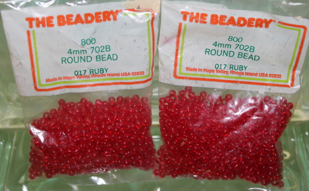 4mm ROUND BEADS THE BEADERY PLASTIC RUBY 2 PACKAGES 1,600 COUNT