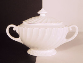 Royal Worcester SNOWFLAKE Sugar Bowl with Lid White Bone China - $25.69