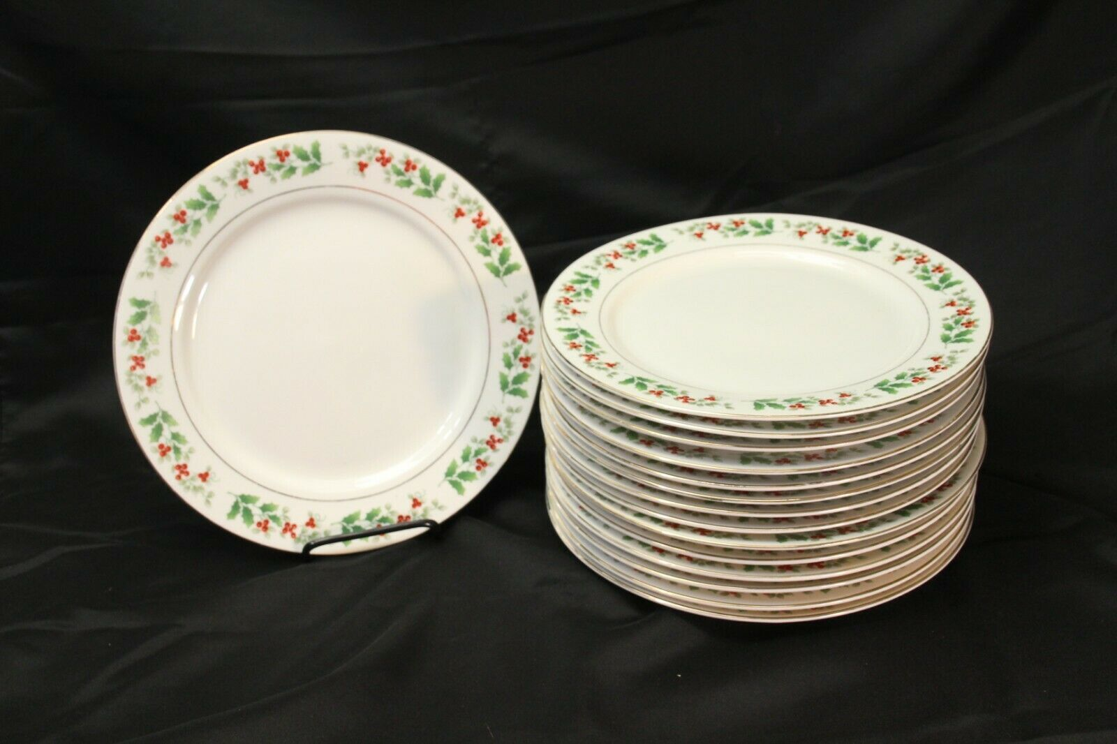 "Primary image for Gibson Everyday Christmas Charm Dinner Plates 10.5"" Lot of 15"
