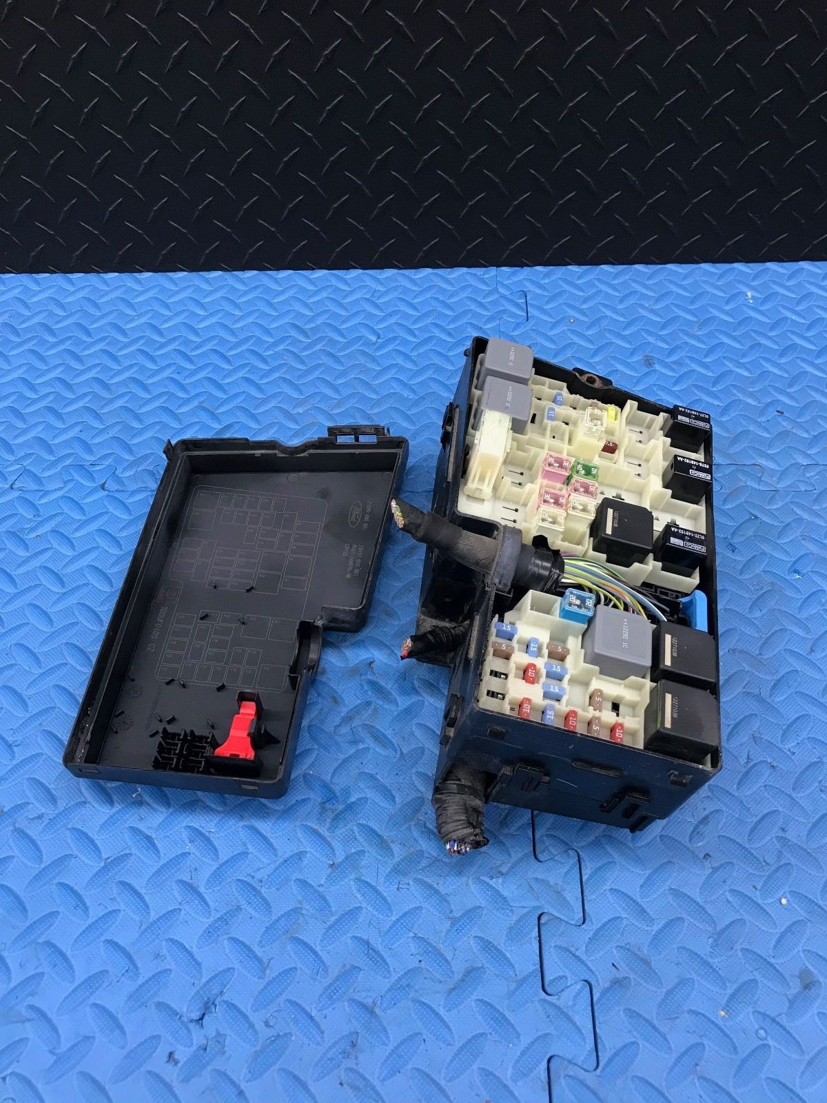 OE Ford Focus Part Wire Wiring Junction Fuse Block Relay Box AV6T-14A076-AB  - $98.95