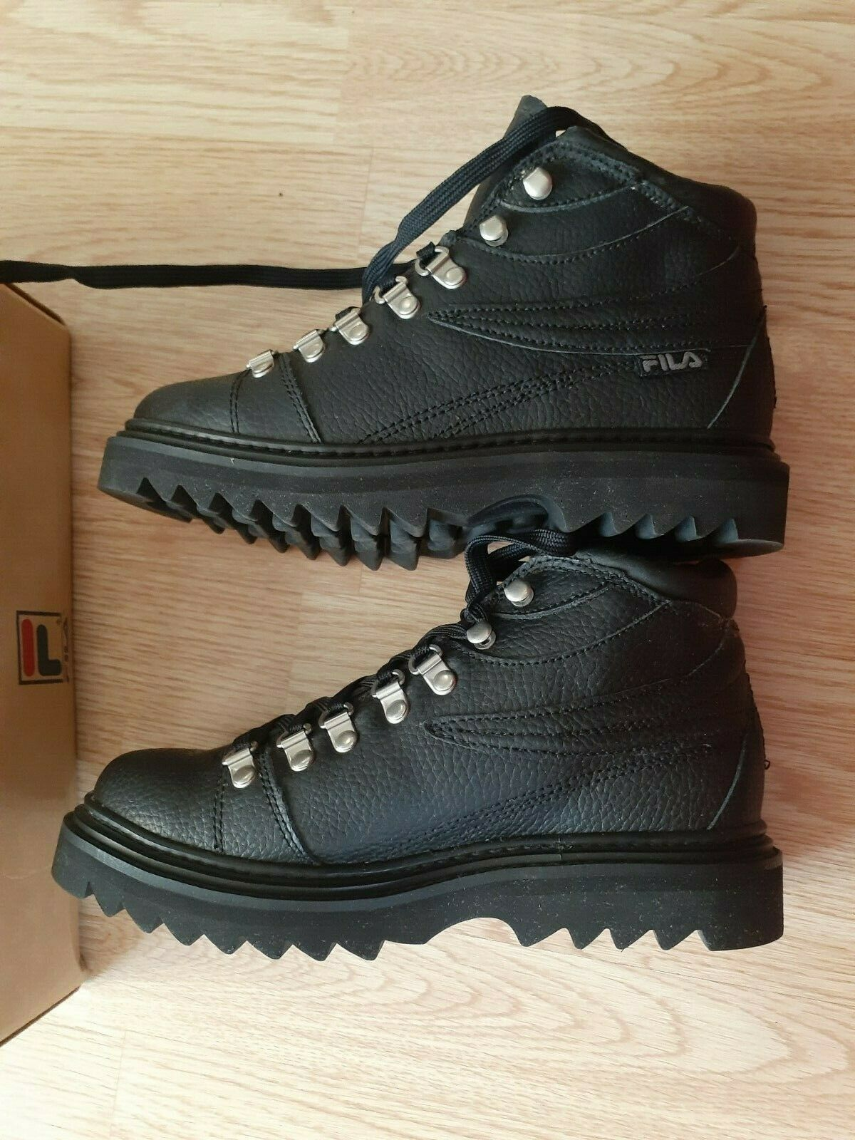 Fila B's Ripsau Mid Pebbled Leather Youth Boots Black US 5 New In Box - $37.95