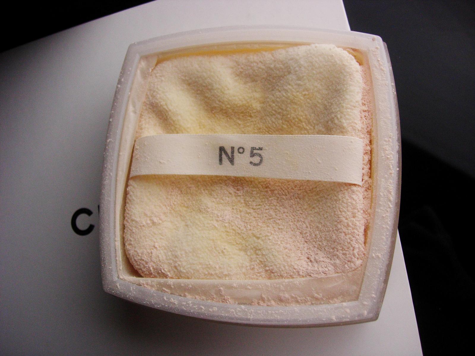 Vintage 5oz Chanel powder and BOX - loose dusting powder - silky after bath powd