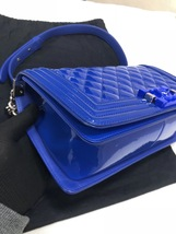 AUTHENTIC CHANEL BLuE PATENT QUILTED LEATHER PLEXIGLASS MEDIUM BOY FLAP BAG SHW image 4
