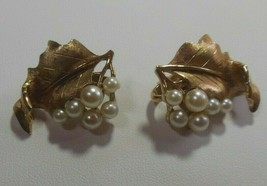 Crown TRIFARI Signed Gold-tone Faux Pearl Leaf Clip On Earrings - $39.00