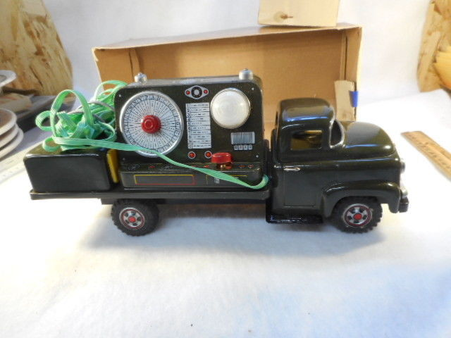 VINTAGE MARX TIN TOY Army Communication TRUCK Original BOX   BATTERY OP Works!