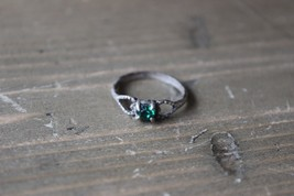 Vintage Sterling Silver Green Rhinestone Ring Heart Design Size 6.75 - $19.79