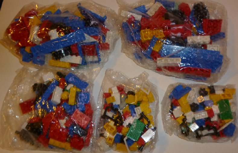 LEGO from unknown Set mint in 5 sealed packages 1 ib 1 oz