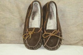 Minnetonka Men's Moccasin Suede Slippers Size 8 - $15.73 CAD