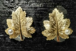 Sarah Coventry Gold Tone Maple Leaf Faux Pearl CLIP-ON Earrings 1964 - $5.94