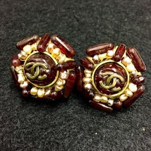 Authentic CHANEL Vintage Gold Brown Pearl Logo Clip Earrings Coco HCE125 - $526.58