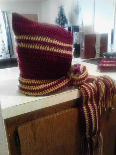 Crochet Warm Scoodie & Fingerless Gloves Set/Burgundy & Warm Brown