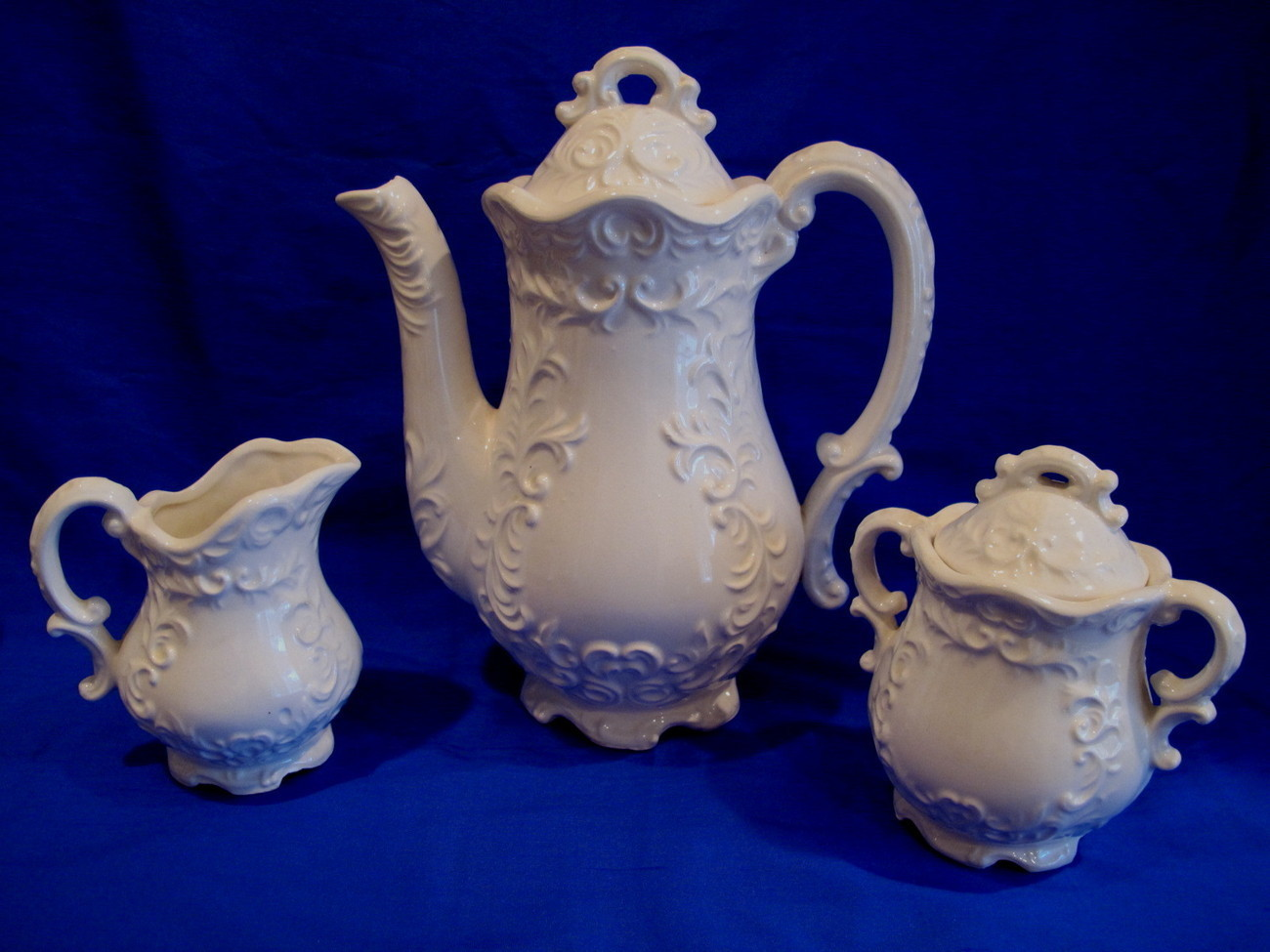 Teapot Set Cream Sugar Cups Vintage Elegant Tea Service Collectible Mugs