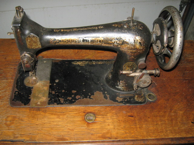 Singer Vibrating Shuttle Model 27 Sewing Machine Shuttle Complete #8308
