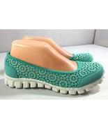 Skechers Memory Foam Mint Crochet Fabric Womens Slip On Shoes size 7 - $34.95