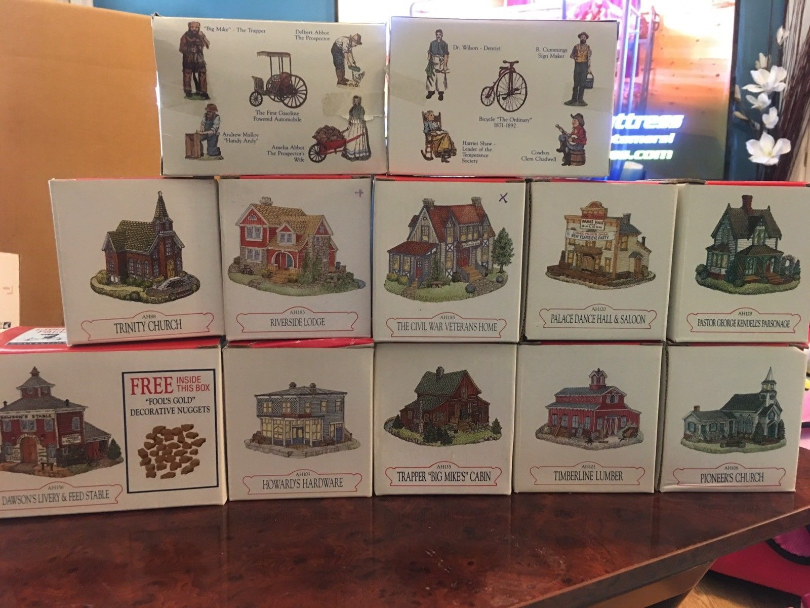 10 Liberty Falls Americana Collection Village Buildings + 2 Accessories NIB