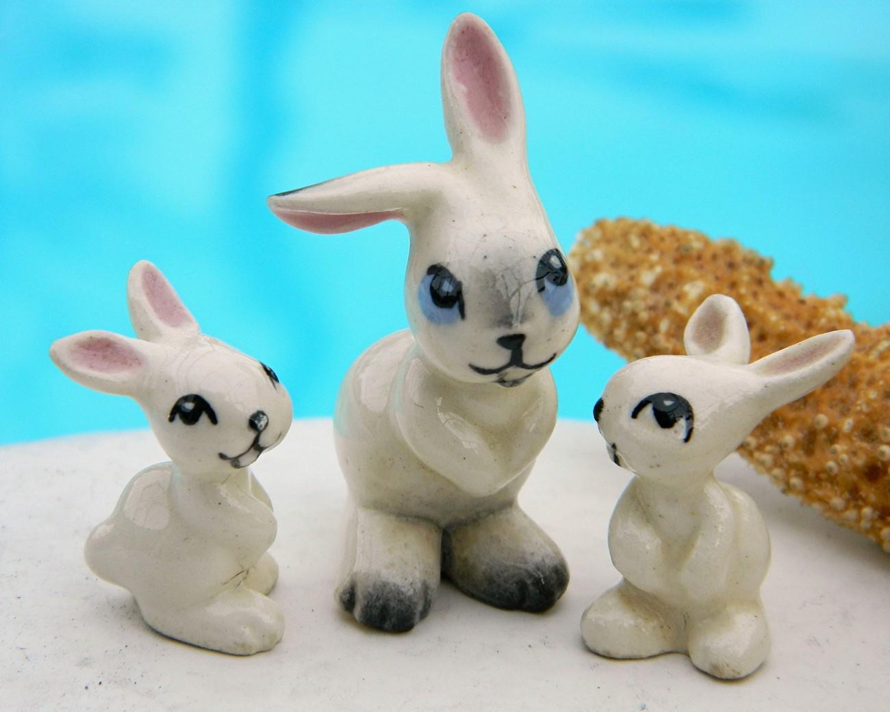 Vintage hagen renaker early miniature rabbits ears apart set of 3