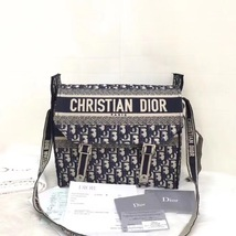 BRAND NEW AUTH CHRISTIAN DIOR 2019 CD LOGO MESSENGER BAG WITH RECEIPT