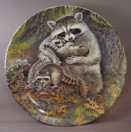 """1982 Knowles Collector Plate - """"A Protective Embrace"""" by artist Yin-Rei Hicks 4t - $29.99"""