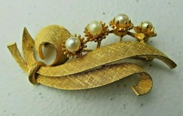 Vintage signed Lisner gold metal faux pearl brooch - $12.00