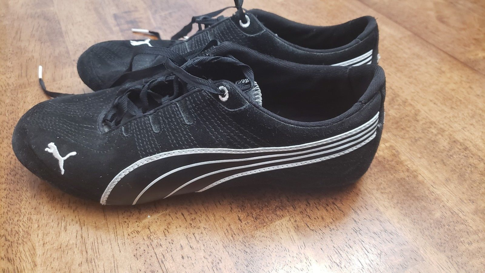Puma Women's Size 7 Black and White Walking and 50 similar items