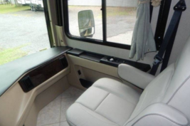 2015 HOLIDAY RAMBLER AMBASSADOR 38DBT For Sale In Nelsonville, OH 45764 image 2