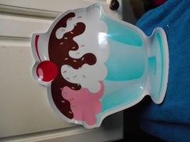 ICE CREAM SUNDAE SHAPED HARD PLASTIC SERVING PL... - $8.59