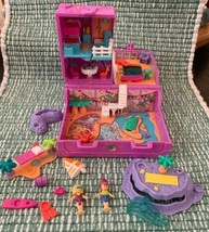 1996 Vintage Polly Pocket Surf 'n Swim Island Bluebird Toys Pink Trunk COMPLETE - $98.99