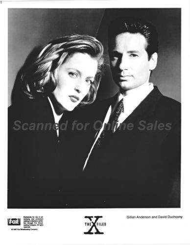 X Files Fbi Agents Mulder David Duchovny Scully Gillian Anderson 8x10 Photo