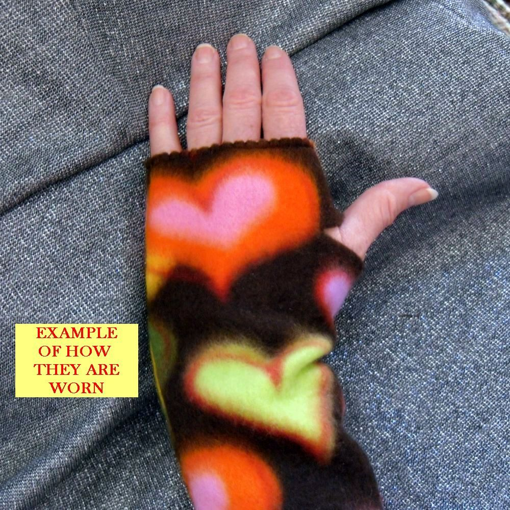 Warmies Fingerless Fleece Gloves, Hearts Connected on Lavender Print