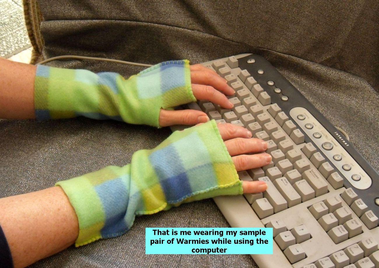 Warmies Fingerless Fleece Gloves, Hearts Be True Print