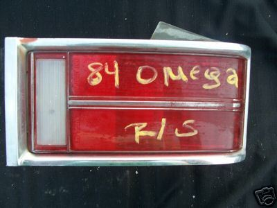 1983-1984 OMEGA R/S -PASSENGER- TAIL LIGHT